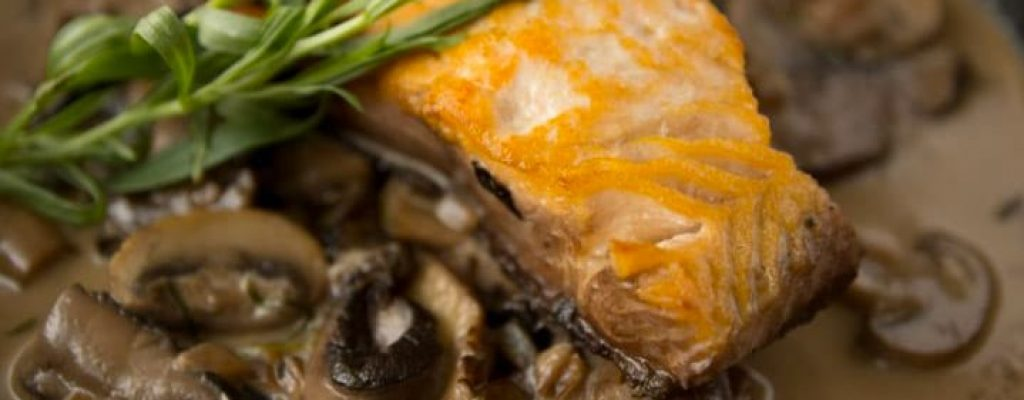 Braiser-de-saumon-chasseur_Odessa-Poissonnier