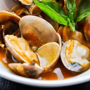 foodiesfeed.com_clams-with-salsa-close-up